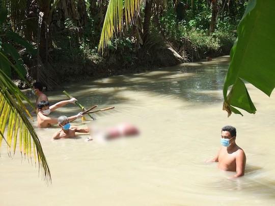 Người chồng dìm chết vợ dưới mương nước bởi 5 thanh tre đã tự tử - Ảnh 2.