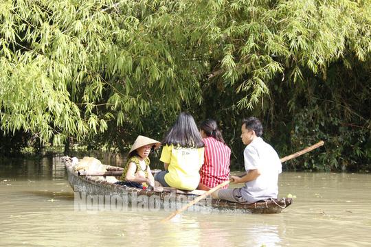 Nắng lên, Tam Kỳ vẫn chìm trong nước, người chết ở Quảng Nam tăng - Ảnh 5.