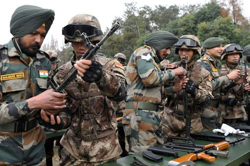 Ấn Độ mở chiến lược kìm chân Trung Quốc - Ảnh 1.