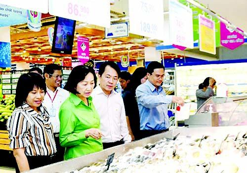Hàng Tết giảm giá sớm đón người mua