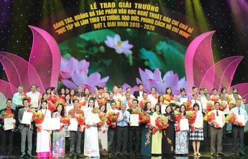 TP HCM trao giải thưởng về học tập và làm theo Bác Hồ - Ảnh 1.