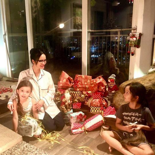 Cùng ngắm các Sao Việt trang trí nhà đón Noel đầy màu sắc - Ảnh 12.
