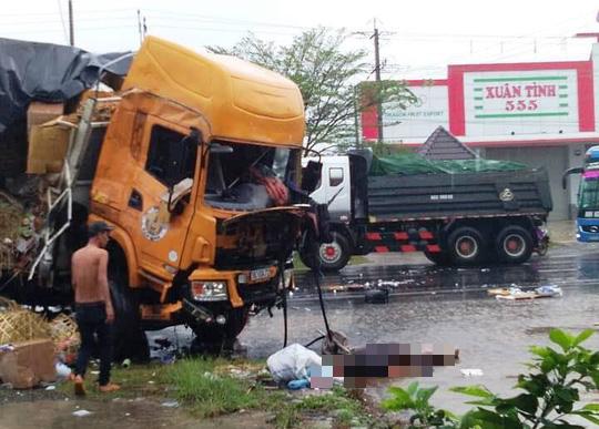 Xe tải đối đầu xe container gây tai nạn liên hoàn, 2 người tử vong - Ảnh 3.