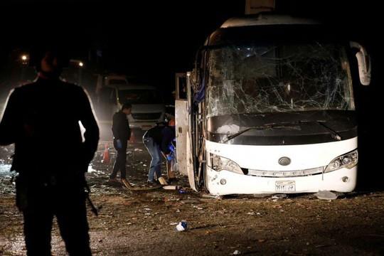 Đoàn du khách Việt 14 người trúng bom khủng bố ở Ai Cập đi từ TP HCM - Ảnh 1.