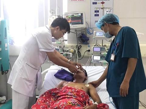 Bác sĩ chia sẻ cách sơ cứu khi bị điện giật - Ảnh 1.