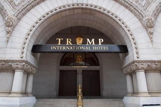 Tổng chưởng lý hai bang cùng đâm đơn kiện ông Trump - Ảnh 1.
