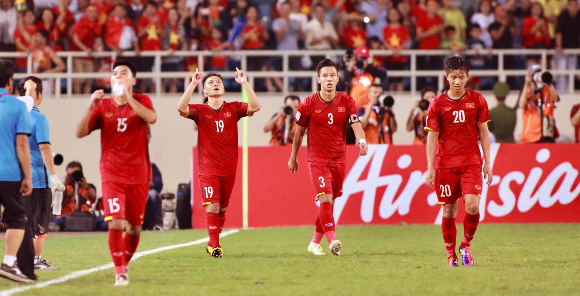 [eMagazine] - Giấc mơ 10 năm bóng đá Việt - Ảnh 1.