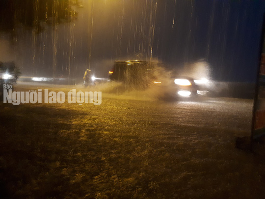 Mưa không ngừng nghỉ, Quốc lộ 1 qua Quảng Nam gần như tê liệt - Ảnh 6.
