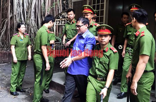 Bác sĩ tuyên truyền chống phá Nhà nước lãnh 4 năm tù - Ảnh 1.