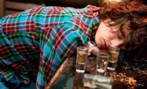Ngộ độc rượu ngày Tết và cách xử trí nhiều người còn chưa biết - Ảnh 2.