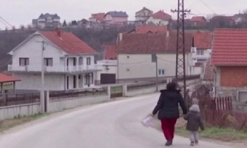 Đột nhập làng đại gia nhưng vắng bóng người ở Serbia - Ảnh 11.