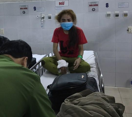 Lật xe khách chở người về quê ăn tết, trên 12 người thương vong - Ảnh 3.