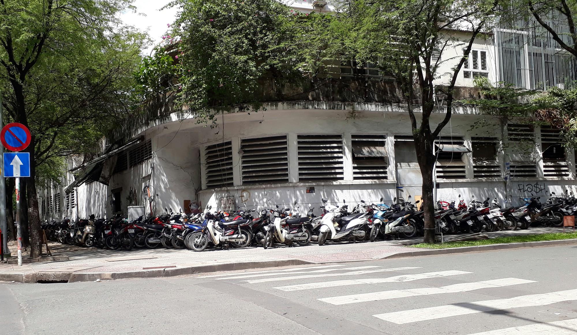 (eMagazine) - Vỉa hè Sài Gòn năm qua có gì thay đổi - Ảnh 9.