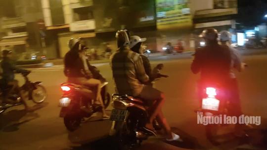 Hàng trăm dân chơi Sài Gòn đua xe sáng 30 Tết - Ảnh 3.