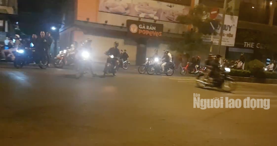 Hàng trăm dân chơi Sài Gòn đua xe sáng 30 Tết - Ảnh 5.