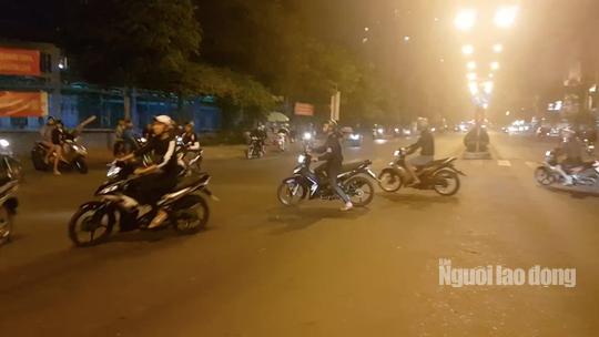 Hàng trăm dân chơi Sài Gòn đua xe sáng 30 Tết - Ảnh 4.