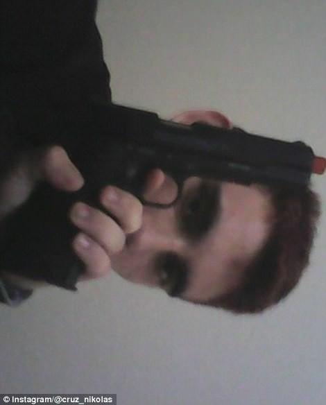 Mỹ: Xả súng trong trường học, 17 người chết - Ảnh 8.