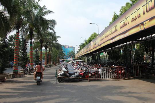 30 tháng chạp: Bến xe vắng hoe, sân bay Tân Sơn Nhất vẫn đông nghẹt - Ảnh 4.
