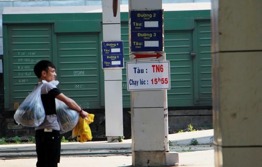 30 tháng chạp: Bến xe vắng hoe, sân bay Tân Sơn Nhất vẫn đông nghẹt - Ảnh 6.