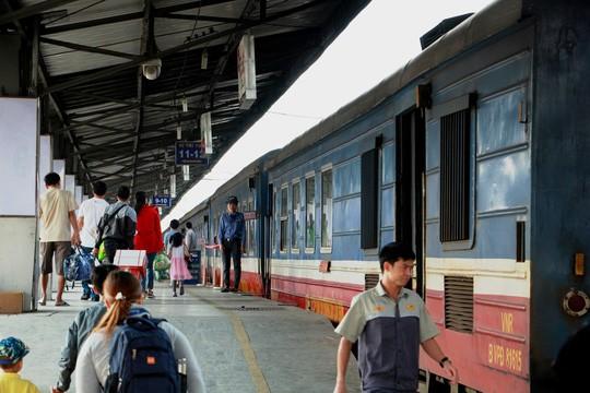 30 tháng chạp: Bến xe vắng hoe, sân bay Tân Sơn Nhất vẫn đông nghẹt - Ảnh 8.