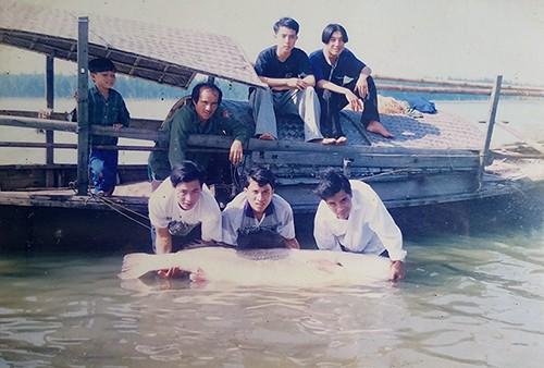 Ký ức đổi đời nhờ bắt được cá sủ vàng - Ảnh 2.