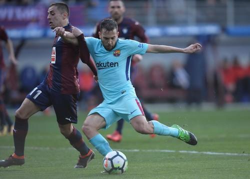 Barcelona bất bại 31 trận, Valverde sánh ngang Guardiola - Ảnh 6.