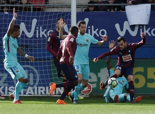 Barcelona bất bại 31 trận, Valverde sánh ngang Guardiola - Ảnh 2.