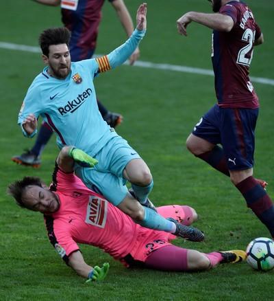Barcelona bất bại 31 trận, Valverde sánh ngang Guardiola - Ảnh 4.