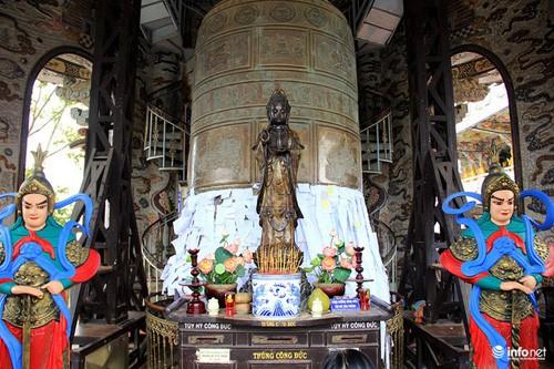Đầu xuân viếng ngôi chùa có tượng Bồ tát bằng hoa lớn nhất thế giới - Ảnh 6.