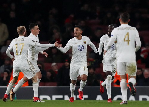 Thua trận sân nhà, Arsenal may mắn đi tiếp ở Europa League - Ảnh 1.