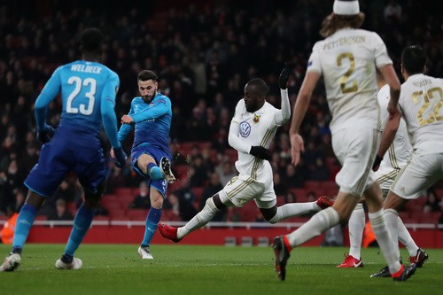 Thua trận sân nhà, Arsenal may mắn đi tiếp ở Europa League - Ảnh 4.