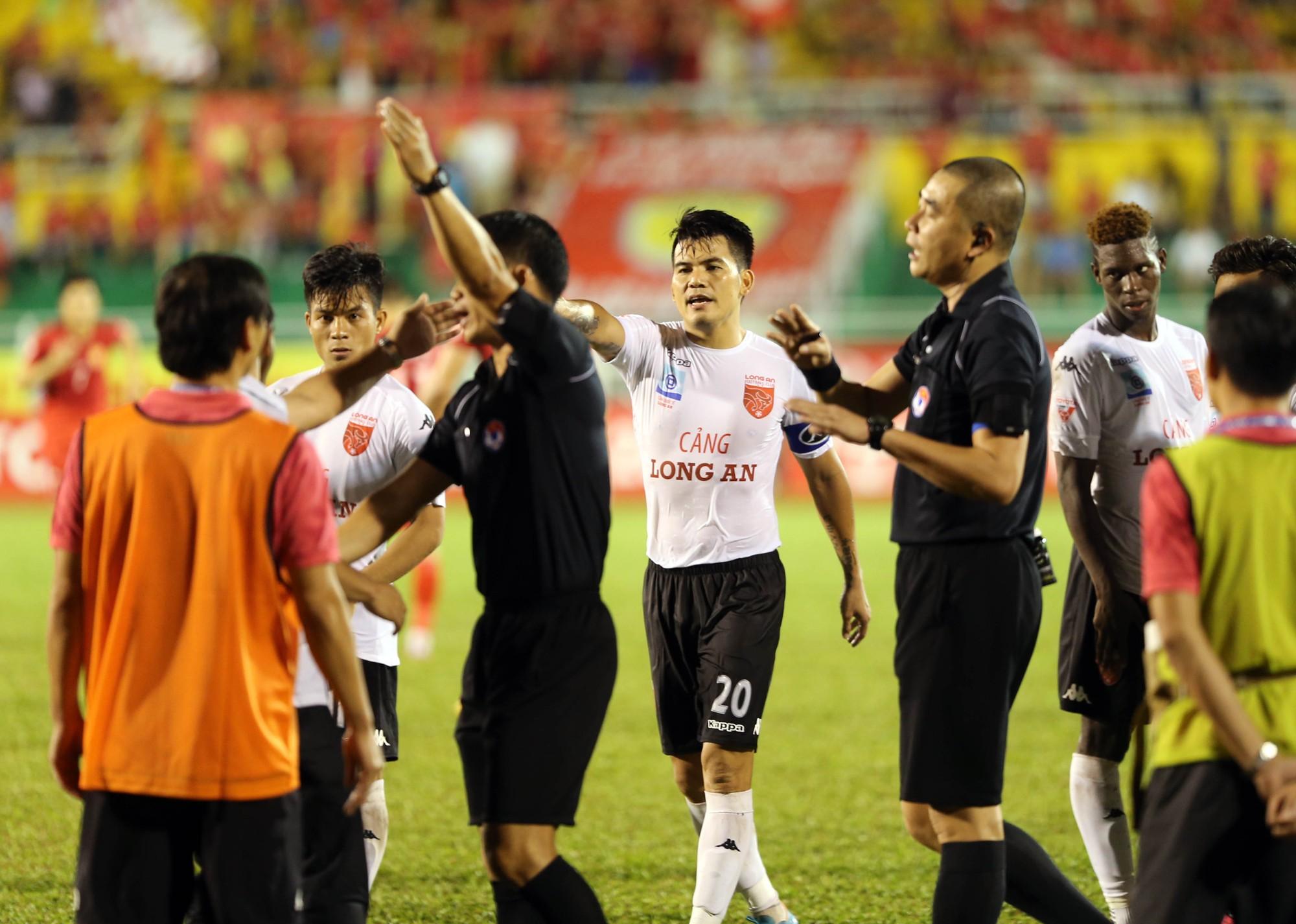 V-League không lo trọng tài thiếu và yếu - V-League khong ...