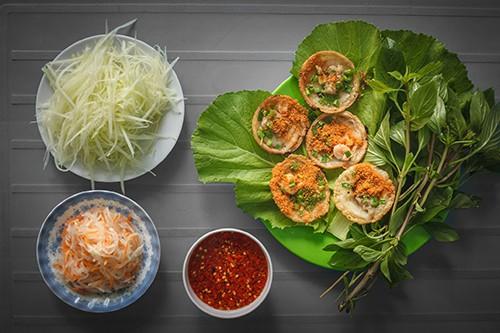 Khách đội nắng đợi hàng giờ để ăn bánh khọt nổi tiếng Vũng Tàu - Ảnh 3.