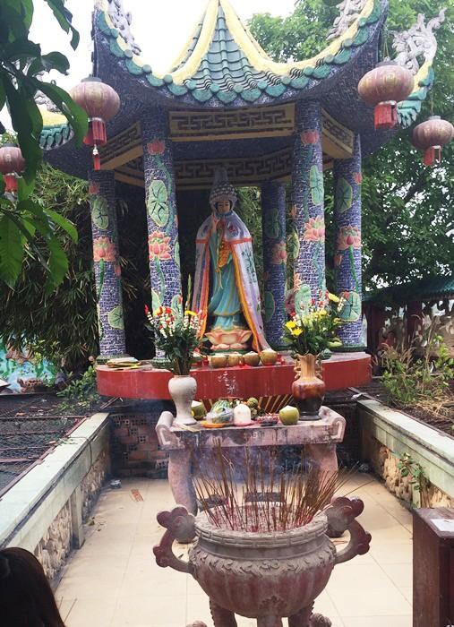 Ngôi miếu hơn 300 năm giữa sông ở Sài Gòn những ngày cận Tết - Ảnh 10.