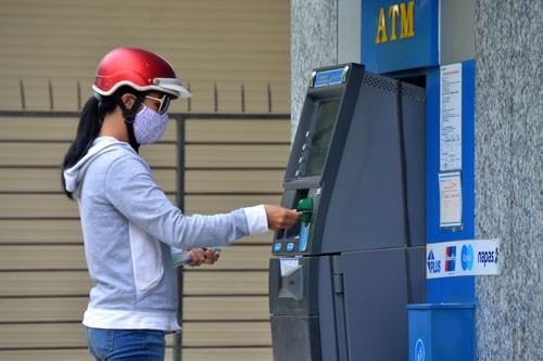 Giảm tải cho ATM dịp Tết - Ảnh 1.