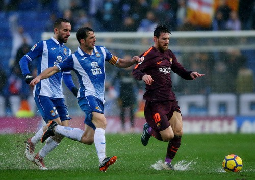 Hòa derby thủy chiến, Barcelona thoát hiểm tại Espanyol - Ảnh 7.