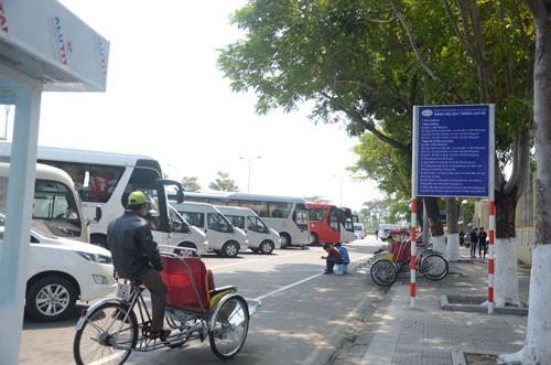 Đà Nẵng: Than trời vì phí giữ xe - Ảnh 1.