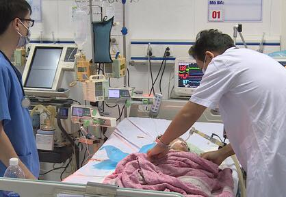 Bé gái 8 tháng tuổi chết não sau tiêm nhầm thuốc - Ảnh 1.