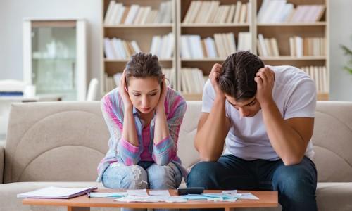 Vợ chồng tiền ai nấy tiêu, gia đình tôi lao đao khi sự cố xảy ra - Ảnh 1.