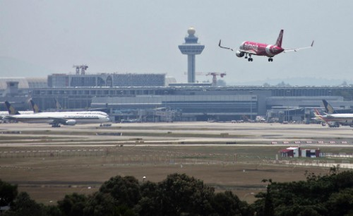 Hành khách bay từ Singapore sẽ phải trả thêm tiền - Ảnh 1.
