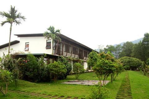 Biệt thự nhà vườn đẹp như mơ của diva Mỹ Linh - Ảnh 1.