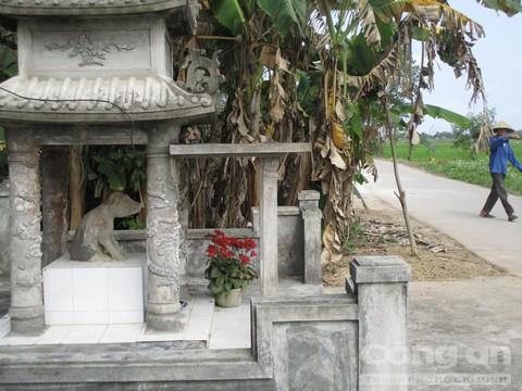 Tượng 'thần cẩu' trong 1 ngôi làng ở Huế có gì kỳ bí? - Ảnh 1.