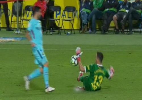 Trọng tài tước chiến thắng của Barcelona, quyết cứu La Liga - Ảnh 3.