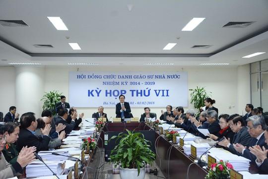 Rà soát GS, PGS: Bộ trưởng Phùng Xuân Nhạ rút kinh nghiệm sâu sắc - Ảnh 1.