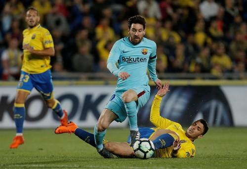 Trọng tài tước chiến thắng của Barcelona, quyết cứu La Liga - Ảnh 2.