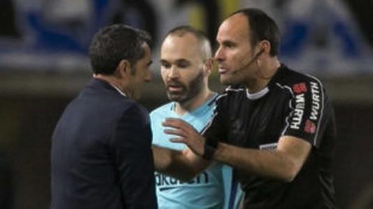Trọng tài tước chiến thắng của Barcelona, quyết cứu La Liga - Ảnh 4.