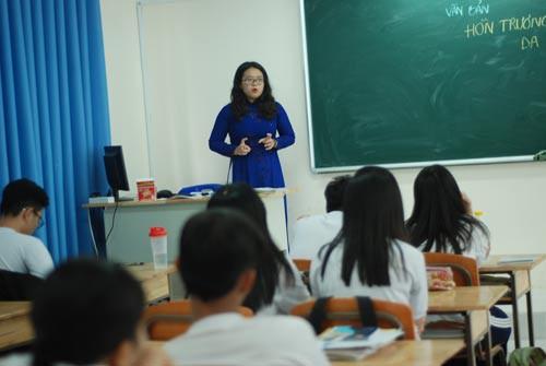 Một ngày học sinh làm... giáo viên - Ảnh 1.