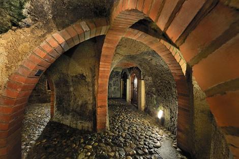 Những thành phố ngầm nổi tiếng thế giới - Ảnh 8.