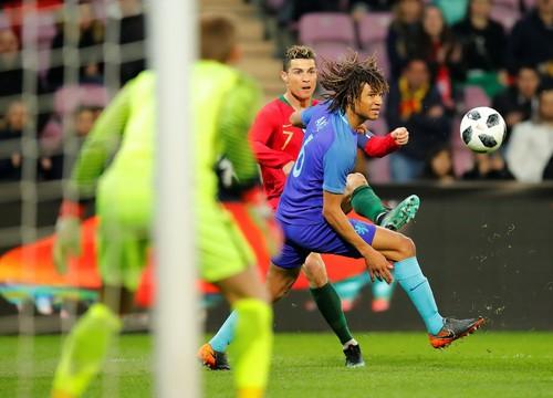 Cựu sao M.U rực sáng, Hà Lan hạ gục nhà vô địch Euro - Ảnh 2.