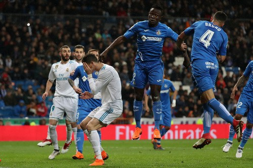 Ronaldo bỏ lỡ hat-trick, Real Madrid hạ đồ tể Getafe - Ảnh 2.